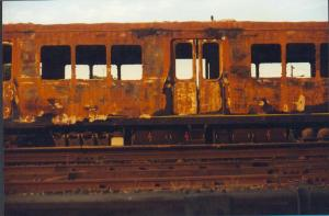 foto tren destroy