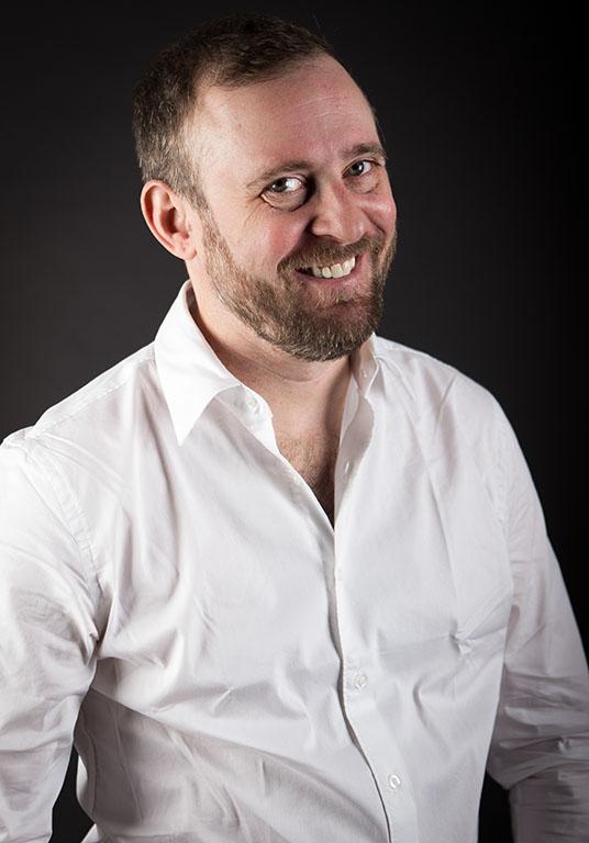 fran actor 2017 sonriendo